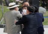김원웅의 광복절 기념사에 야당 일제히 비난